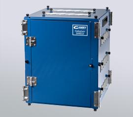 Faraday-Käfig z.B. für große Korrosionsmesszellen, mit Durchführungen für Zellkabel und Schläuche zum Temperieren und Spülen mit Inertgas width=