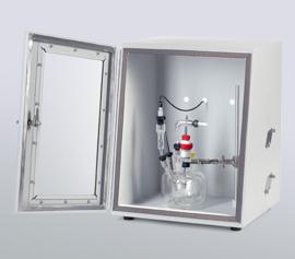 Gamry Faraday-Käfig mit abgeschirmtem Sichtfenster für rauschärmere Messungen bei Messungen zur Physikalischen Elektrochemie (PHE), bei Messungen zur Pulsvoltammetrie (PV), bei Korrosionsmessungen (DC) und bei Messungen von elektrochemischen Energiespeichern (PWR) incl. schwebende Masse (galv. Trennung von der Schutzerdung)