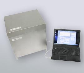 Isothermes Zwei-Kanal Kalorimeter Calmetrix I-Cal 2000 HPC mit angeschlossenem Notebook und laufender Datenaufzeichnung über die CalCommander-Software