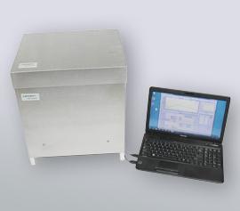 Isothermes Zwei-Kanal Biokalorimeter Calmetrix Biocal 2000 mit angeschlossenem Notebook und laufender Datenaufzeichnung über die Biocal-Software
