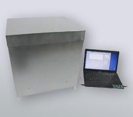 Isothermes Vier-Kanal Biokalorimeter Calmetrix Biocal 4000 mit angeschlossenem Notebook und laufender Datenaufzeichnung über die Biocal-Software