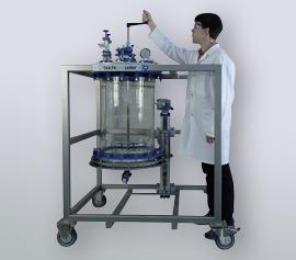 massiver chemieresistenter Deckel einer Filternutsche, mit Handrührer