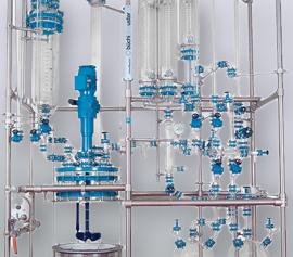 Glasaufbau für Destillation beinhalten Zutropfgefäß, Brüde, Kühler, Kondensatleitung, Phasentrenneinheit und Auffangefäß