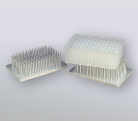 Kryo-Adapter aus Aluminium für spezielle Deep-Well-Platten im 96er Format - kühlt während des Mahlens für den schonenden Aufschluss