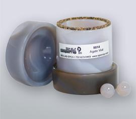 SPEX 8000M/D Mixer/Mill® Mahlbehälter aus Achat mit geöffnetem Deckel, Corprene®-Dichtung und 2 Achat-Mahlkugeln (Artikel-Nummer 8014)