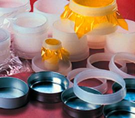 Zusammenstellung von verschiedenen Aluminiumbechern