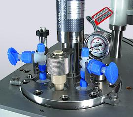 Deckelplatte mit PFA Armaturen, PEEK Einfüllstutzen und Keramik Magnetkupplung