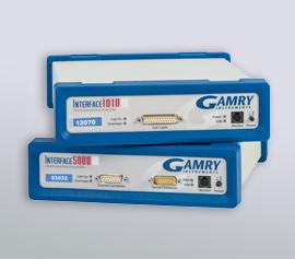 Gamry Interface 5000 mit separaten Hauptzellkabel-Anschlüssen für Strom und Spannung für die Applikationen Batterie, Superkondensatoren und Brennstoffzellen (PWR; Elektrochemische Energie) und Gamry Interface 1010 mit gemeinsamem Hauptzellkabel-Anschluss für Strom und Spannung für geringere Ströme beide anschlussfertig für LabView-, Python-, VBA-, PowerShell-, C++-, C#- und VB.NET-Schnittstellen incl. schwebende Masse (galv. Trennung von der Schutzerdung)