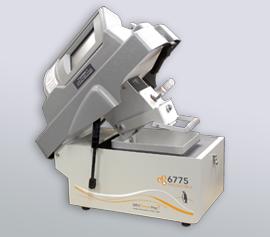 SPEX Kryomühle 6775 Freezer/Mill® mit geöffnetem Deckel und eingesetztem Mahlbehälter Typ 6761, Mahlkapazität 0,1 bis 5 g (kleines Polycarbonat-Mahlset, metallfrei)