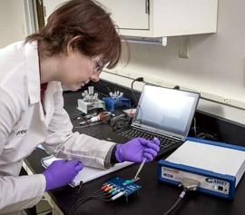 Gamry Praktikumsversuche in Elektrochemie mit Siebdruck-Elektrode (Platin oder Kohlenstoff) und Elektroden-/Zellkabel-Schnittstelle für den qualitativen- und quantitativen Einzeltropfennachweis von elektroaktiven Spezies bis ca. 0.1 ml